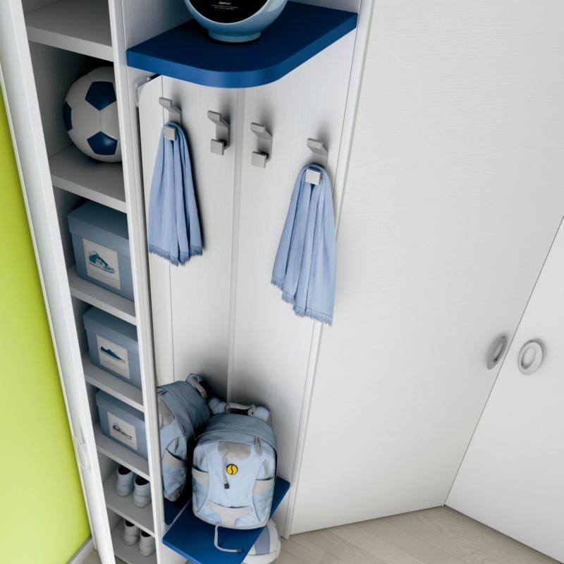 Porte manteaux sur armoire enfant